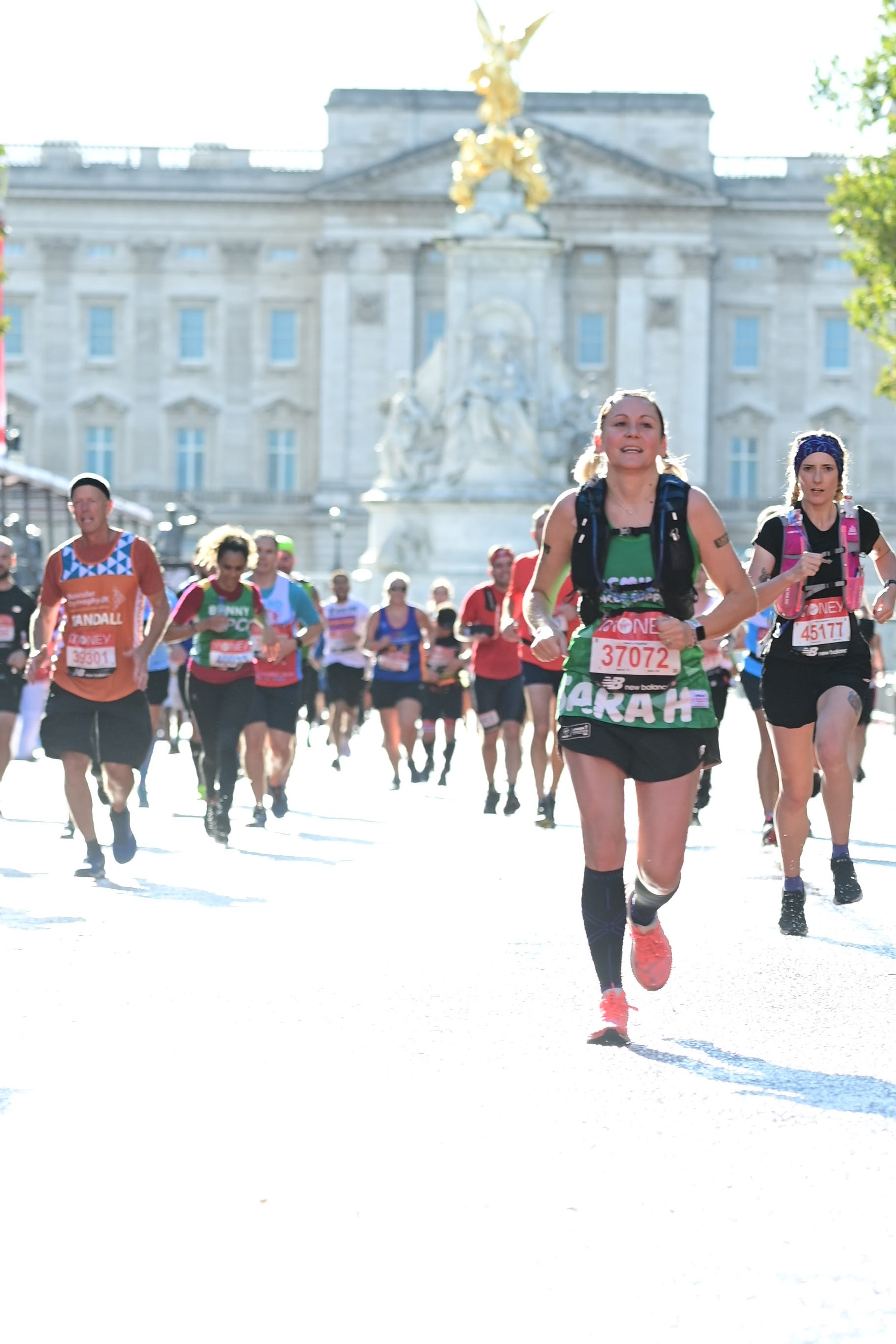 Sarah Finishes London Marathon and raises funds for Charity